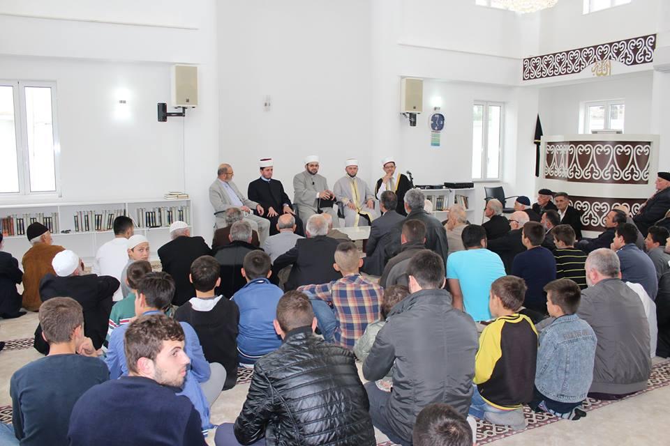 """Bashkëbisedim me temë: """"Namazi në jetën e muslimanit"""""""