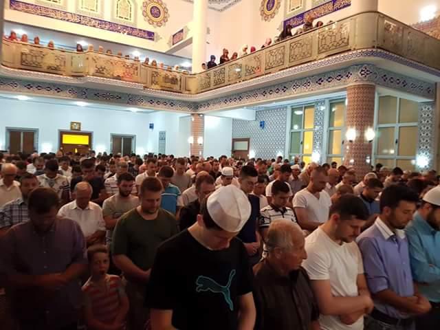 Adhurime dhe lutje në Natën e Kadrit