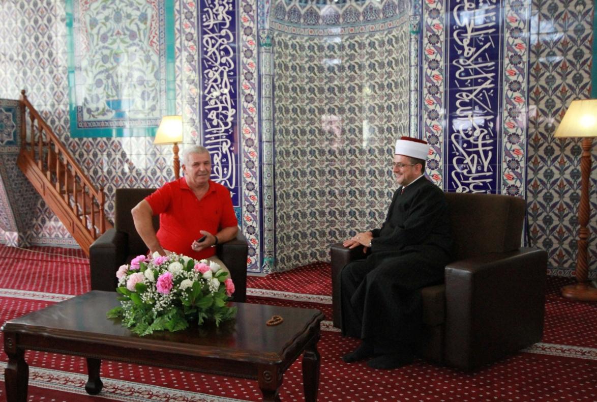 Drejtuesit e Komuniteteve fetare, të pushtetit lokal dhe besimtarë të shumtë urojnë festën e Kurban Bajramit