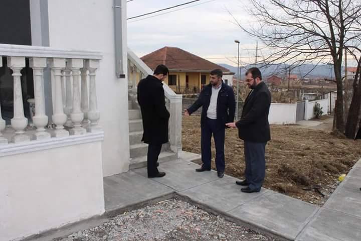 Inspektohen punimet e xhamisë së re në Krye-Bushat