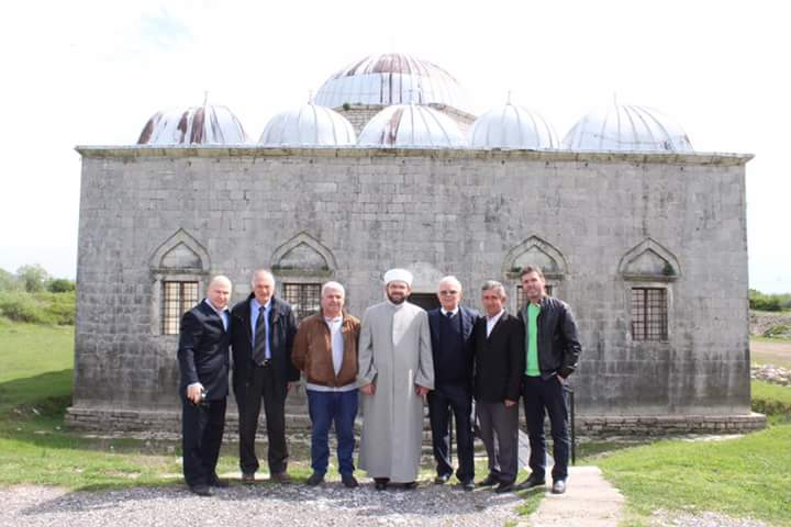 Myftiu përfundoi ciklin e hytbeve në xhaminë e Plumbit