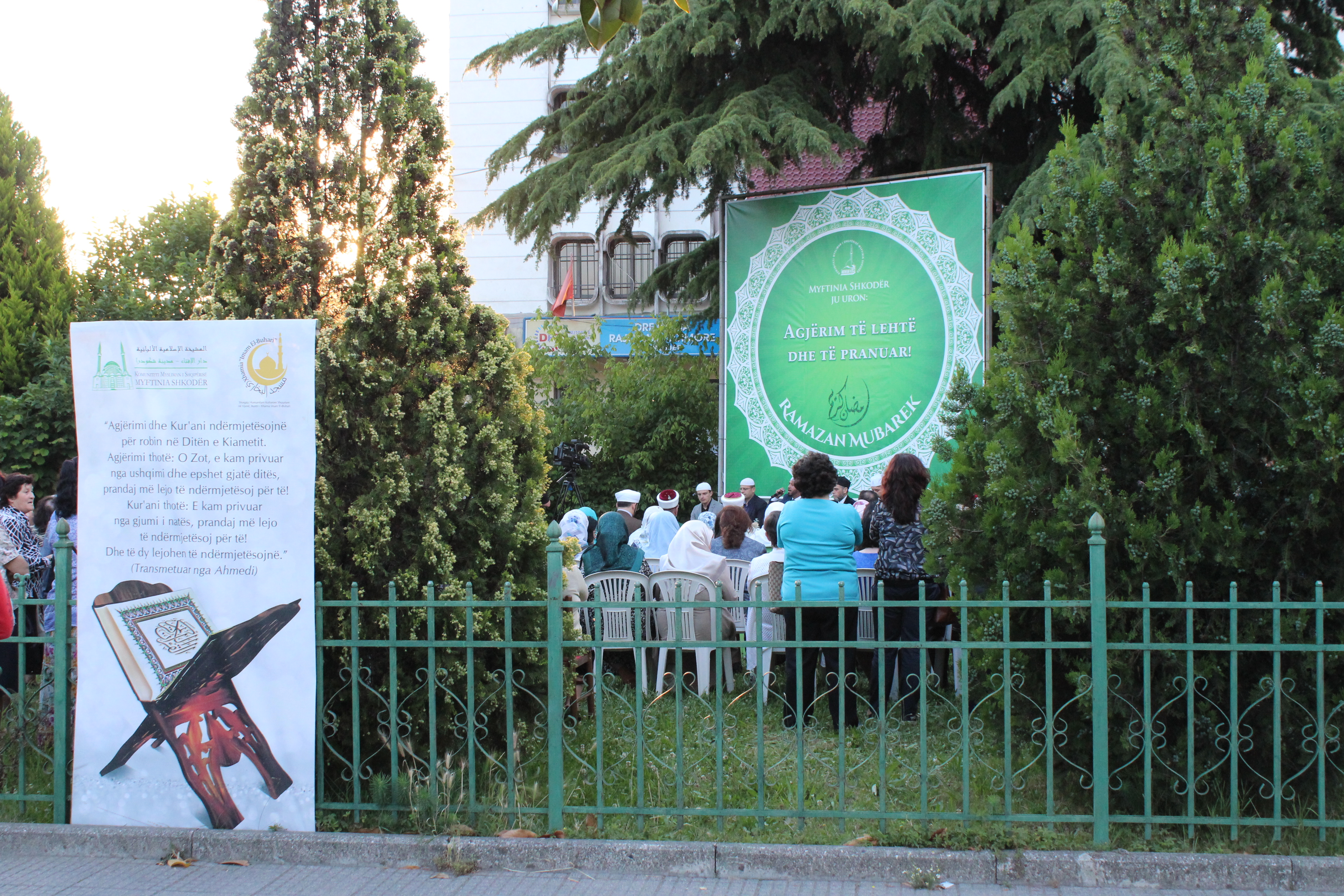 """""""Sofra e Kur'anit"""", tejmbushin sheshin e xhamisë Parrucë"""