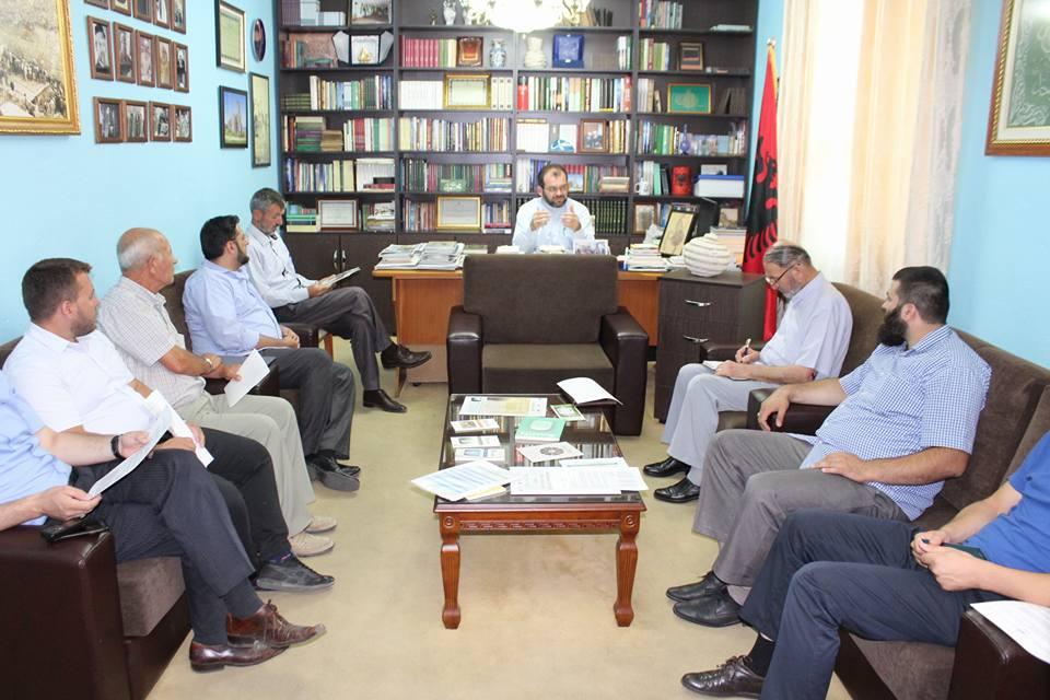 Takim pune me imamët e qytetit