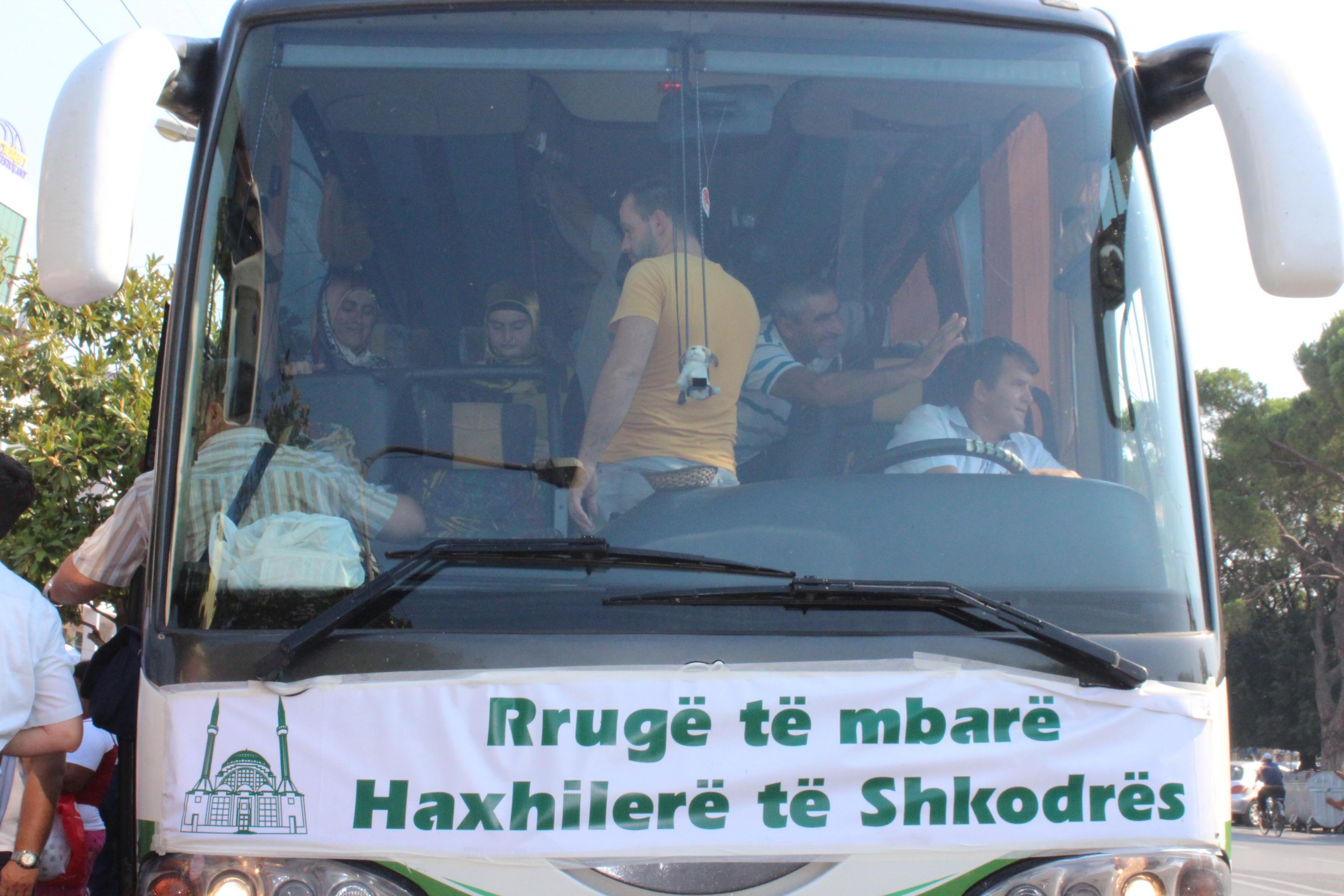 42 haxhilerë nga Shkodra u nisën këtë vit për në tokat e shenjta!…