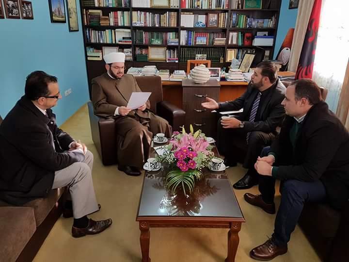 Myftiu priti zv/Ambasadorin e Palestinës