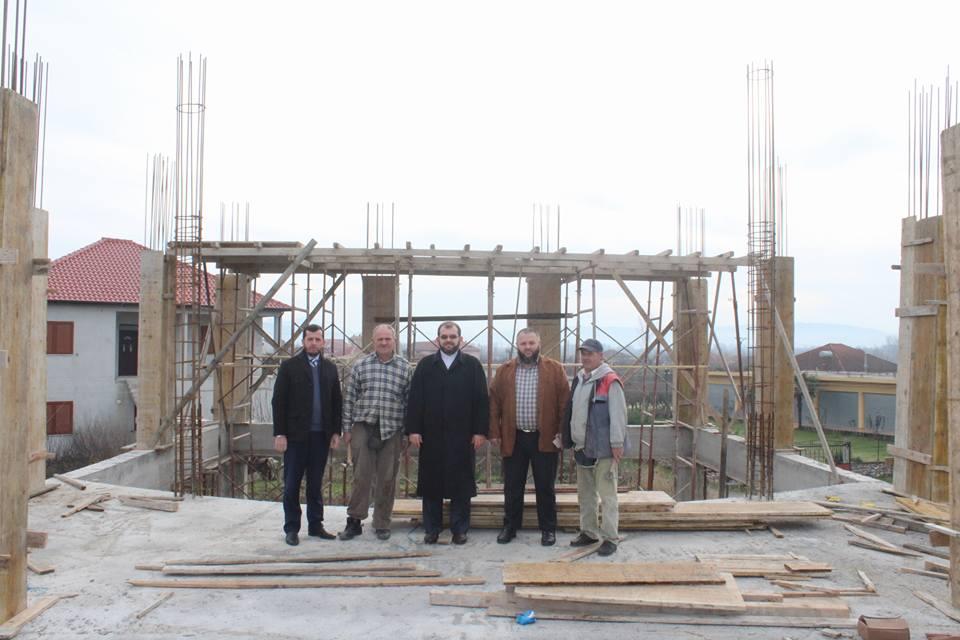 Myftiu inspekton dy xhamitë e reja në ndërtim, në fshatin Oblikë dhe në lagjen Draçin