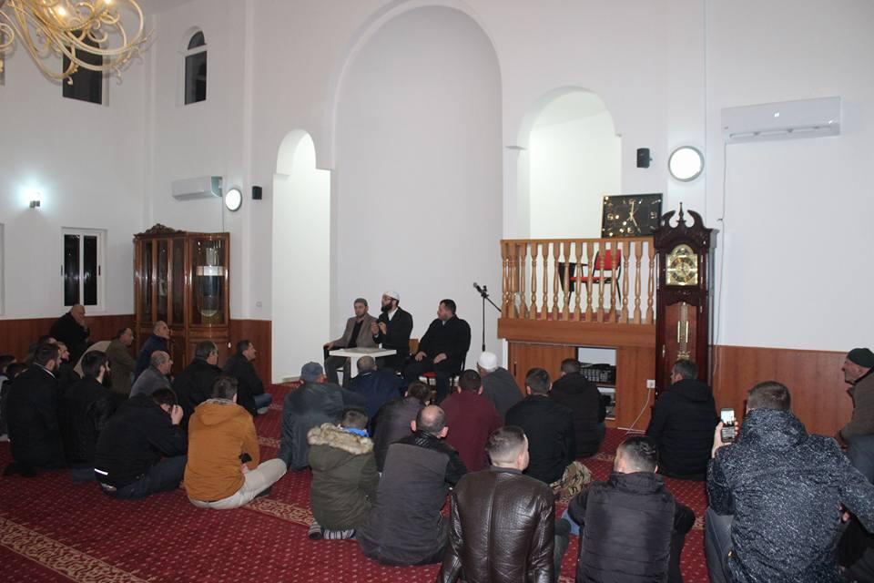 """""""Zekati i diturisë"""", mexhlis hadithi në xhaminë e fshatit Kullaj"""