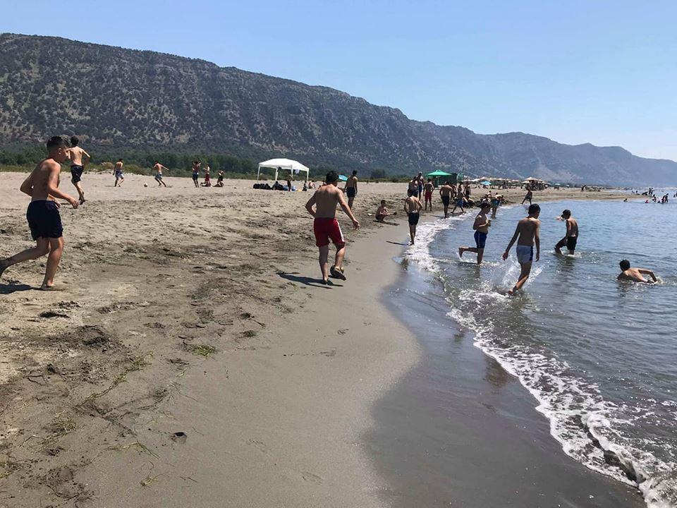 Aktivitete argëtuese me nxënësit në det
