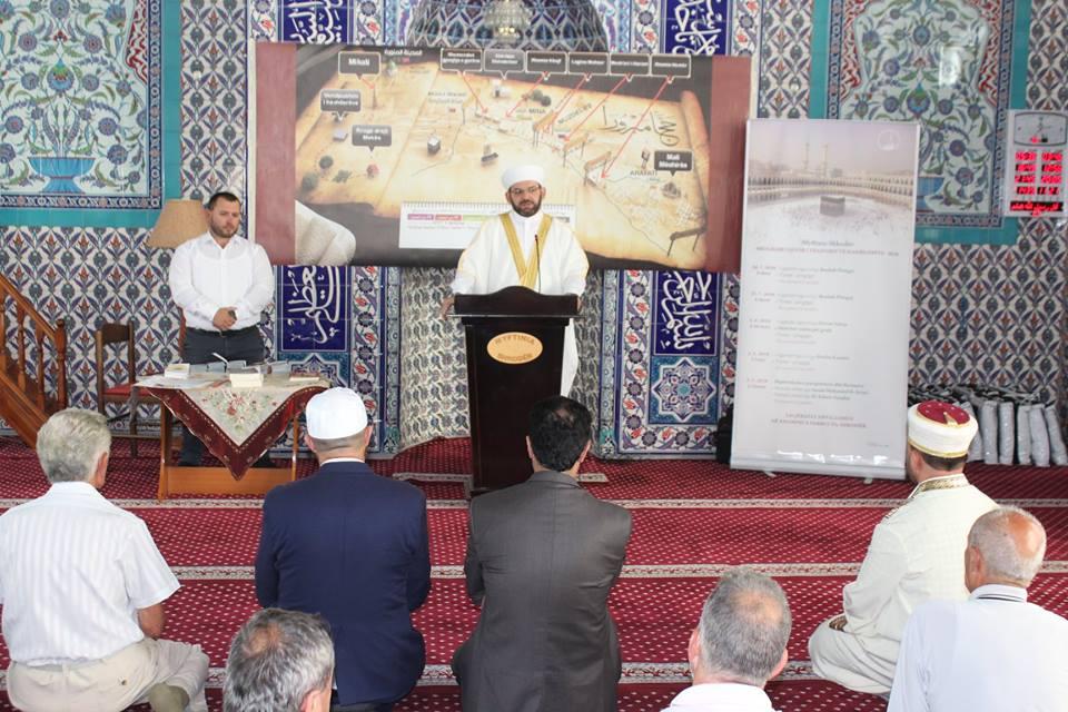 U zhvillua ceremonia e shpërndarjes së ihrameve