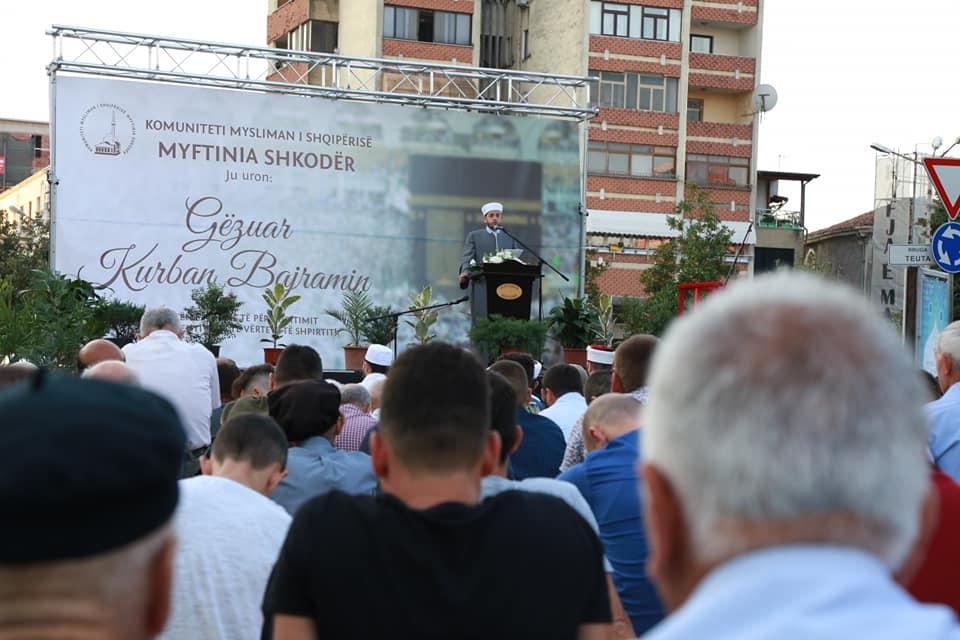 """""""Allahu Ekber"""", kryefjala e myslimanëve shkodranë në festën e Kurban Bajramit"""