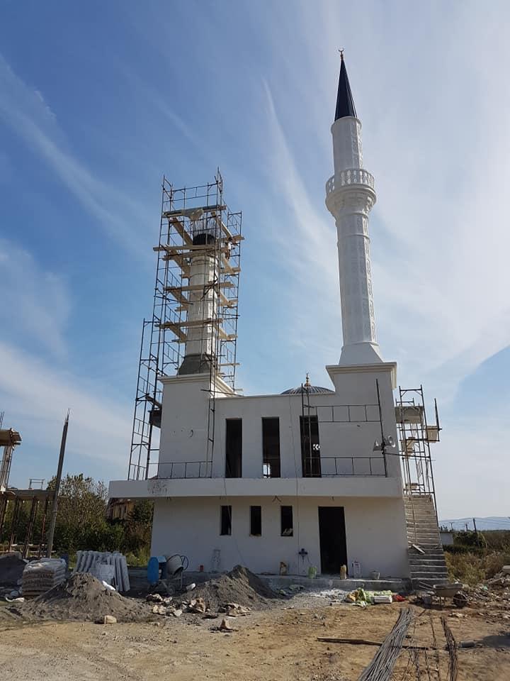 Myftiu inspektoi punimet për kompleksin islam në Oblikë