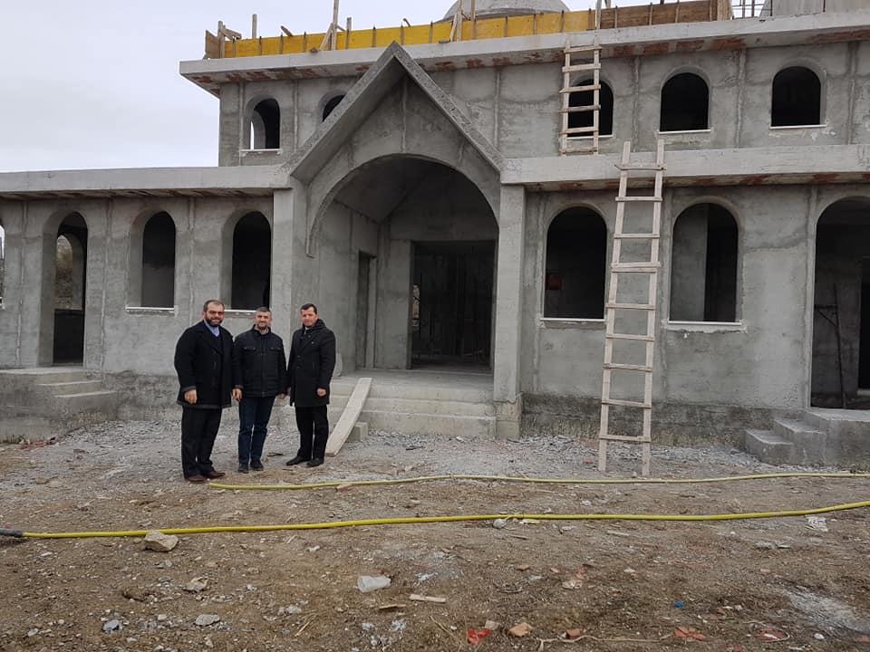 Inspektohen punimet te xhamia e lagjes Draçin