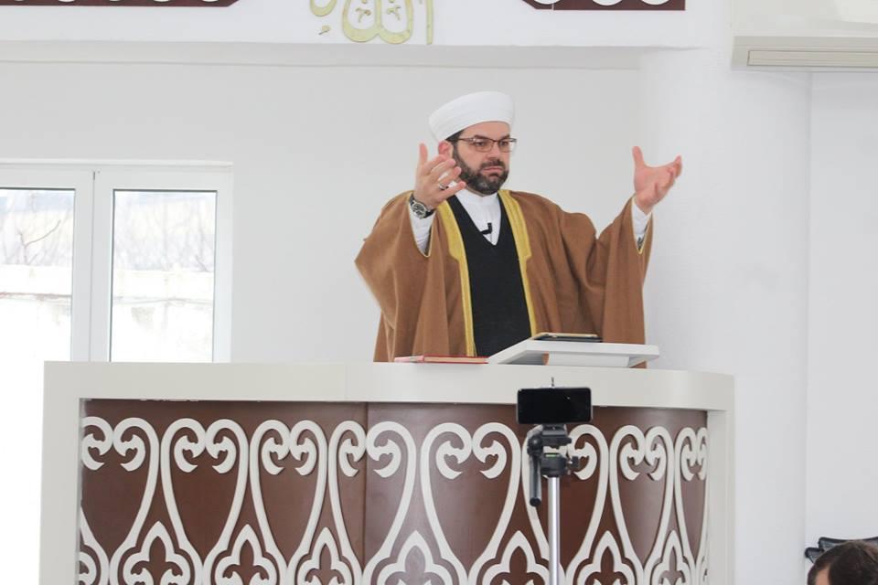 """Myftiu: """"Vepruesi i fajdeve ka mallkimin e All-llahut në këtë jetë!"""""""