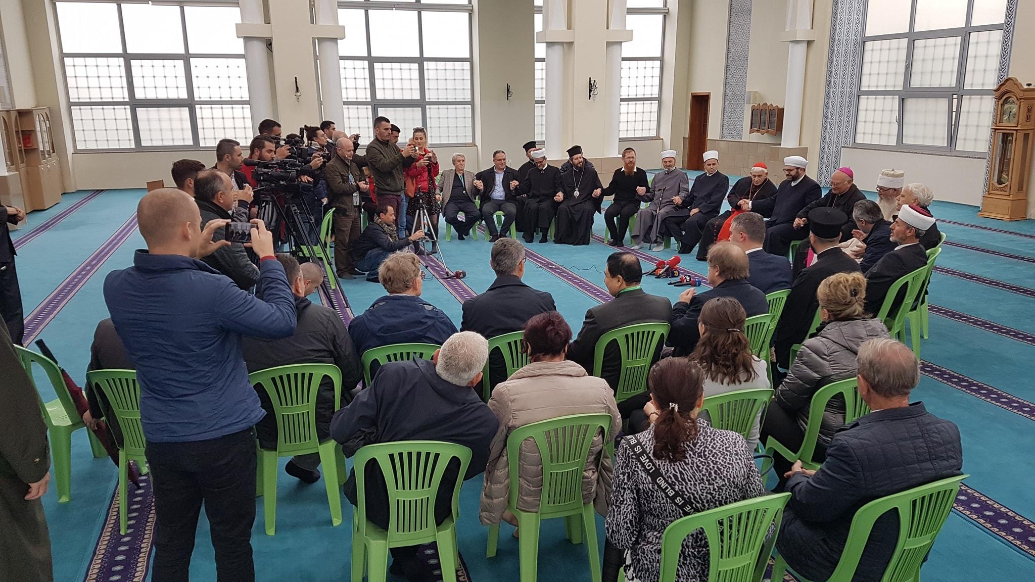 """Xhamia """"Ebu Bekër"""", dëshmitare e një takimi të begatë ndërfetar"""