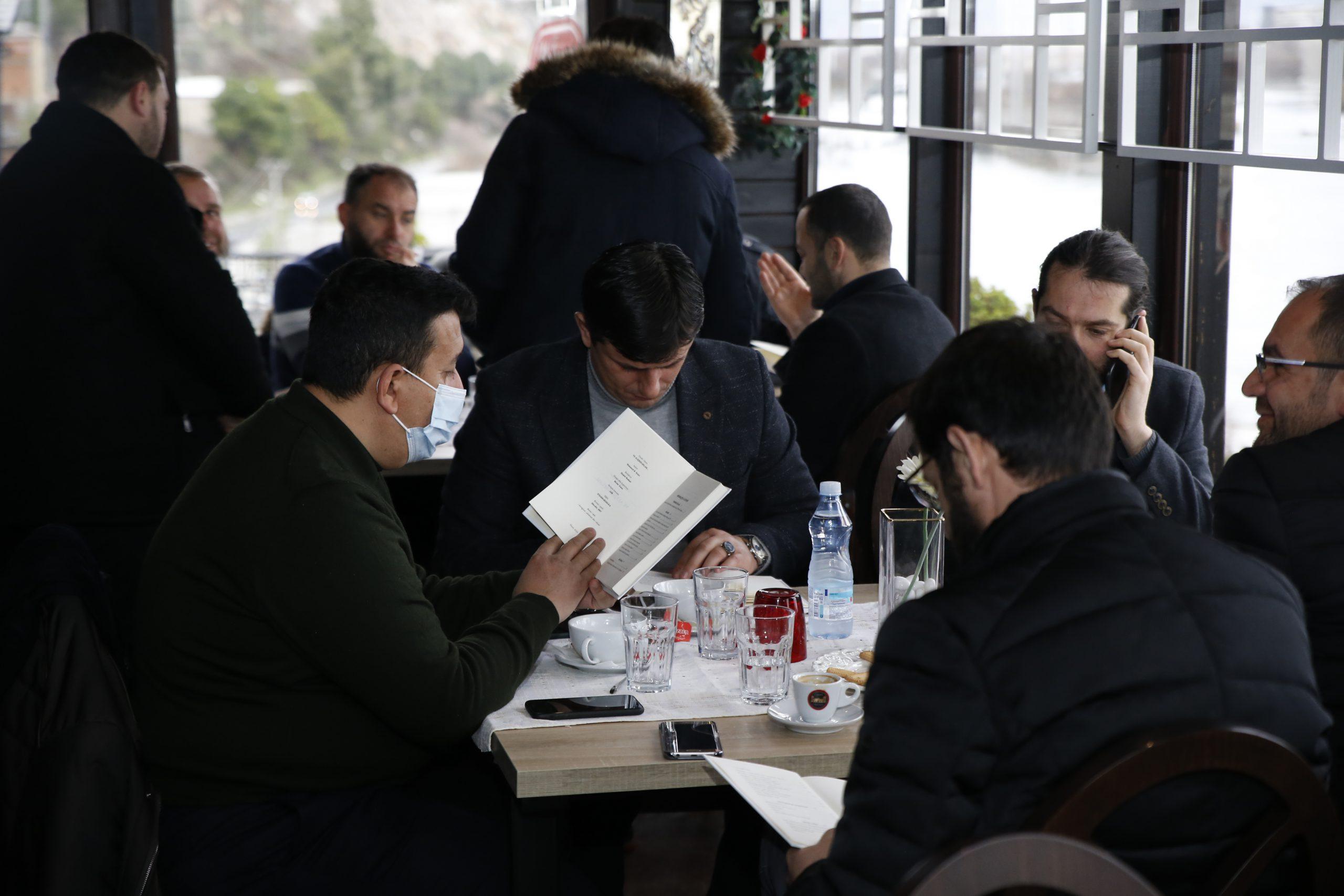 """Libri i ri: """"Ve alejkes-Selam…"""", mbledh studiues e imamë në një bashkëbisedim intelektual"""