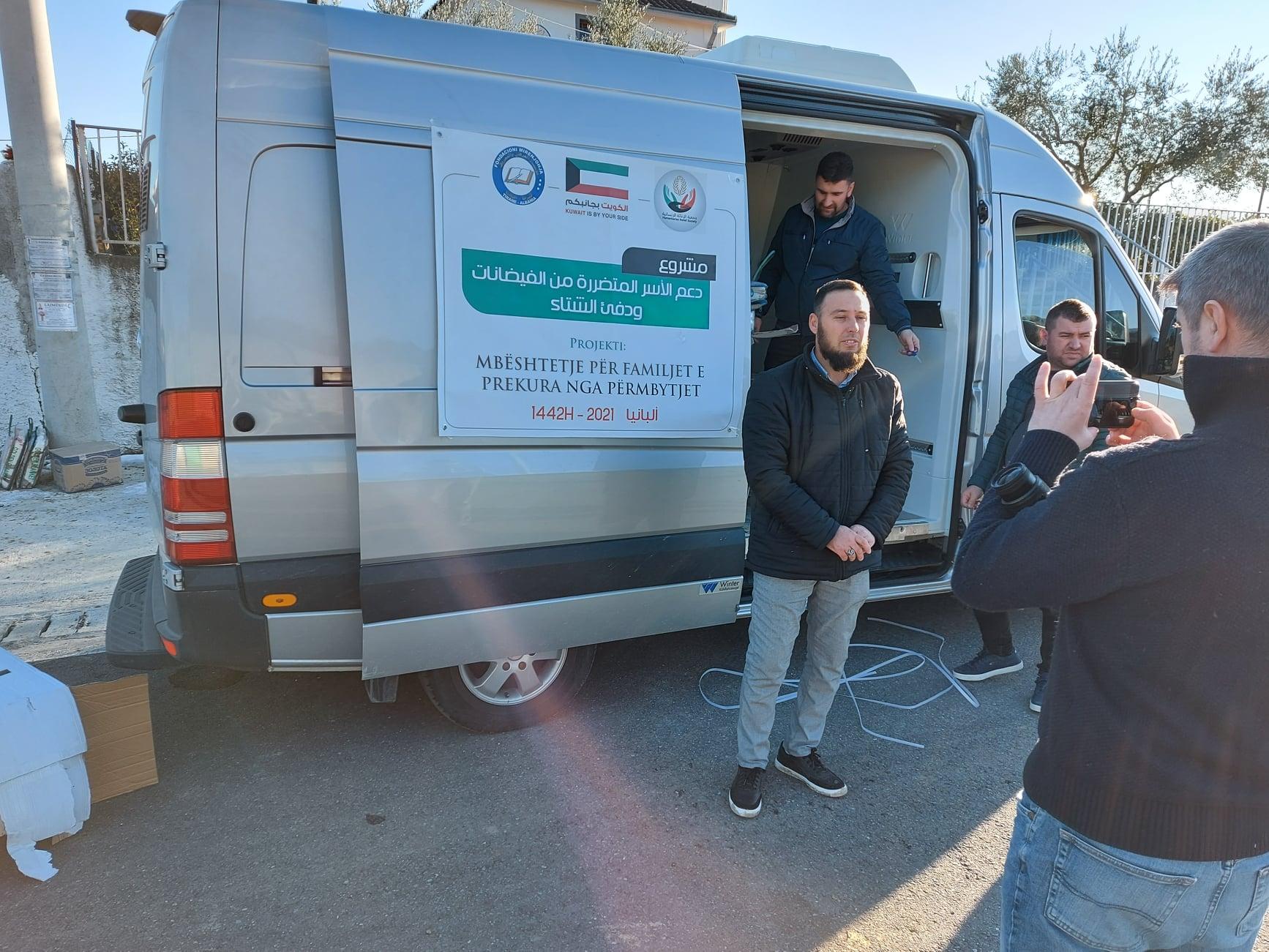 """Myftinia Shkodër dhe fondacioni """"Mirënjohja"""" ndihmojnë banorët e zonës së Oblikës(2)"""