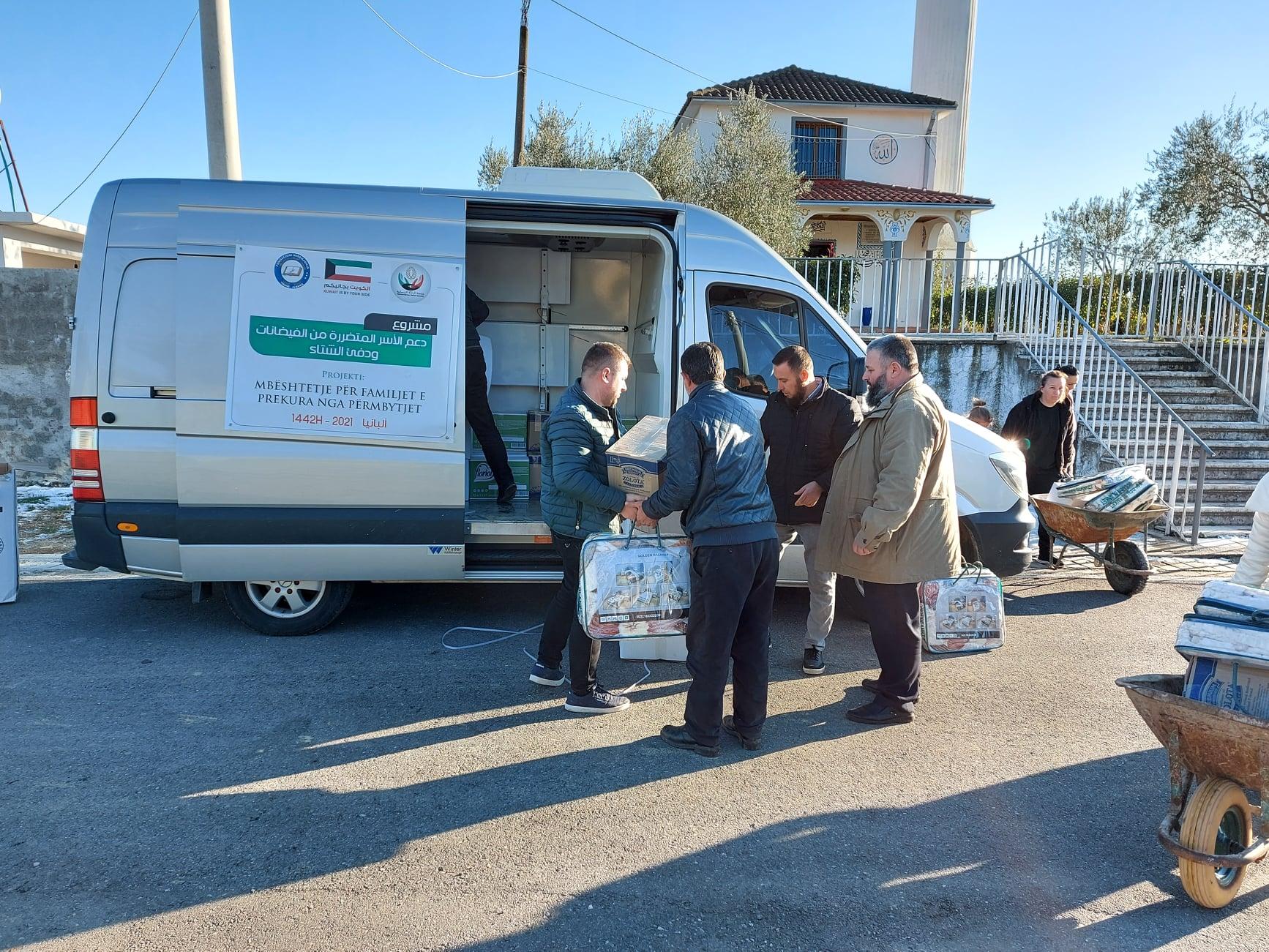 """Myftinia Shkodër dhe fondacioni """"Mirënjohja"""" ndihmojnë banorët e zonës së Oblikës"""