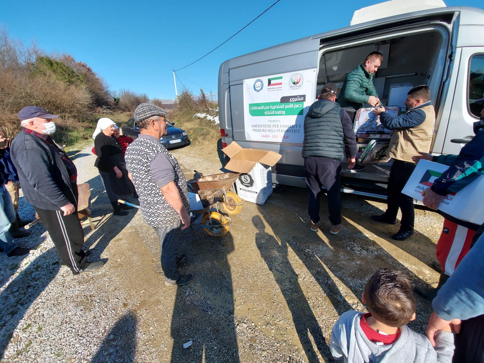"""Myftinia Shkodër dhe fondacioni """"Mirënjohja"""" ndihmojnë banorët e zonës së Oblikës(6)"""
