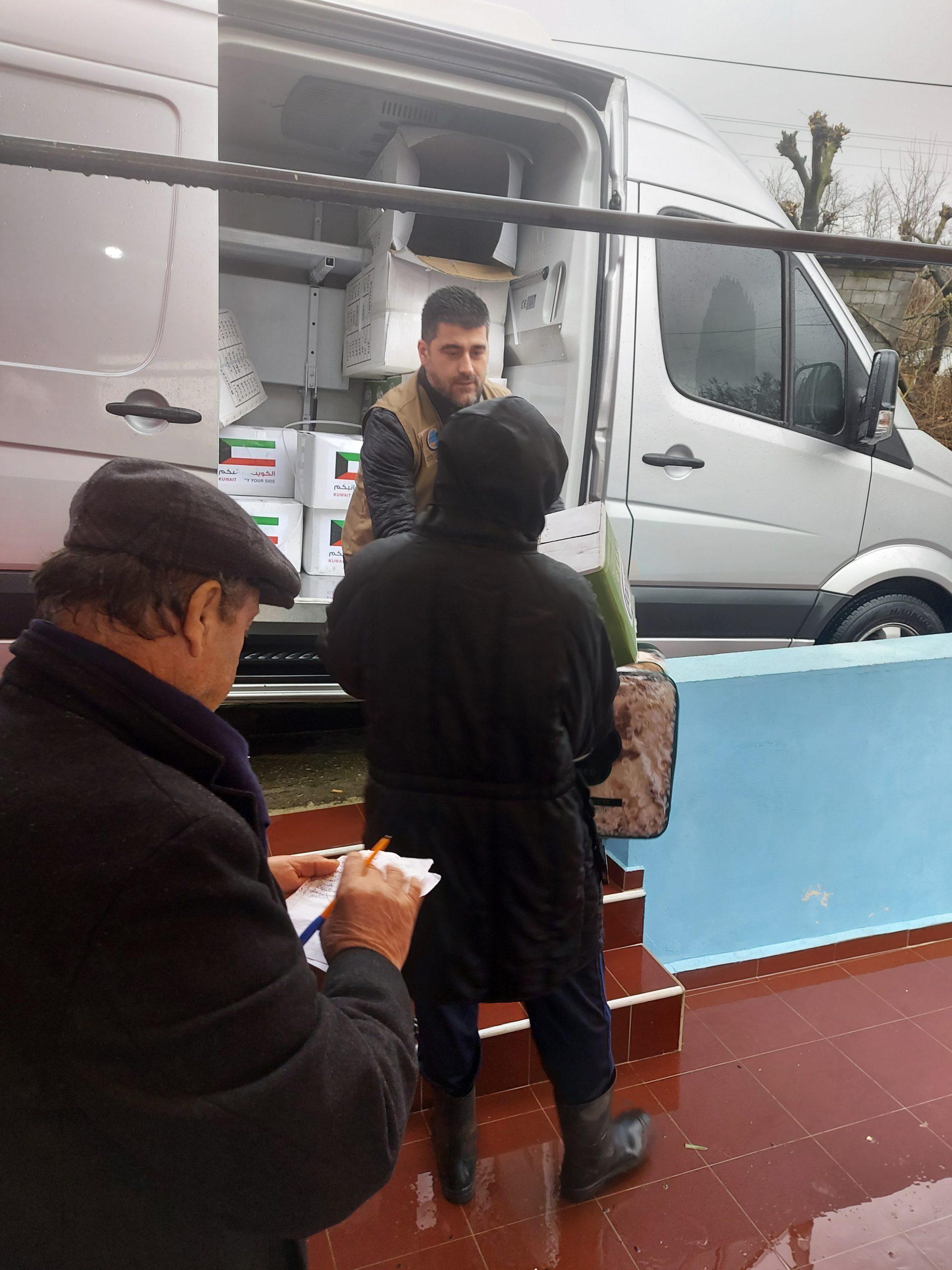 """Myftinia Shkodër dhe fondacioni """"Mirënjohja"""" ndihmojnë banorët e Rrushkullit(10)"""
