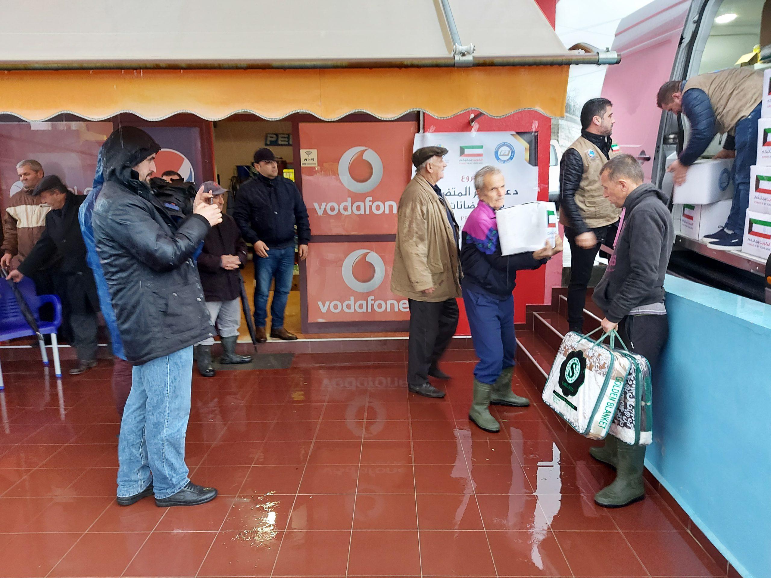 """Myftinia Shkodër dhe fondacioni """"Mirënjohja"""" ndihmojnë banorët e Rrushkullit(6)"""