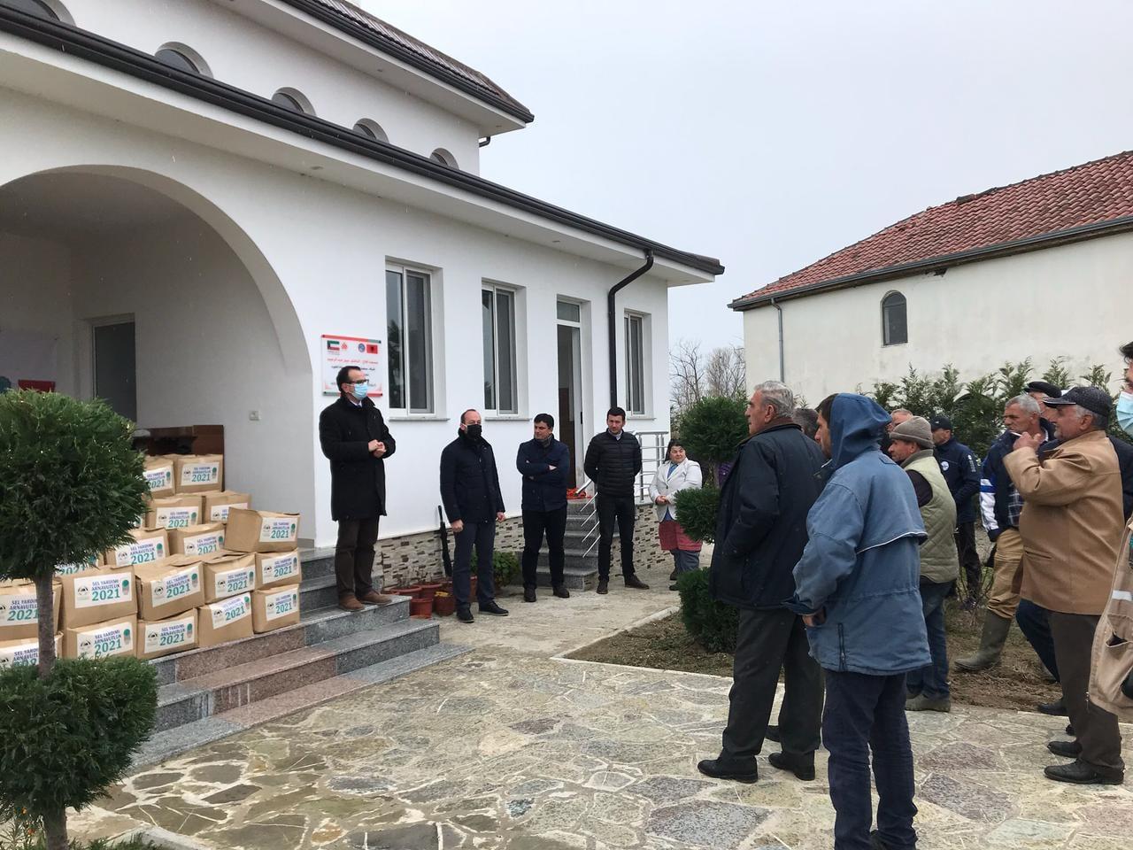 """Myftinia Shkodër dhe Shoqata """"Istanbul"""" ndihmojnë banorët e zonave Shirq-Mushan dhe Luarz"""