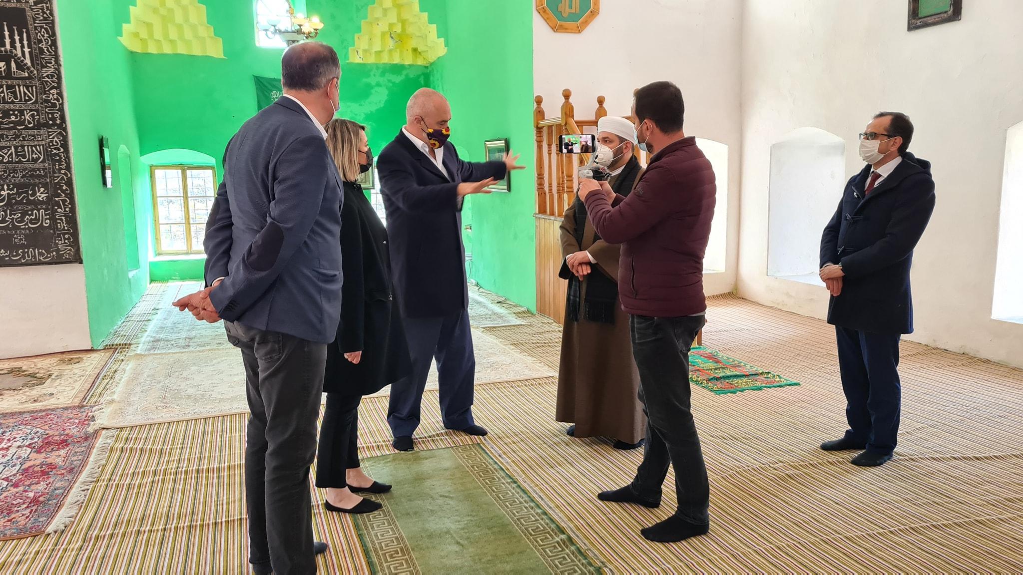 """Myftiu: """"Xhamia e Plumbit, gjurmë e trashëgimisë arnaute të arkitekturës osmane""""(5)"""