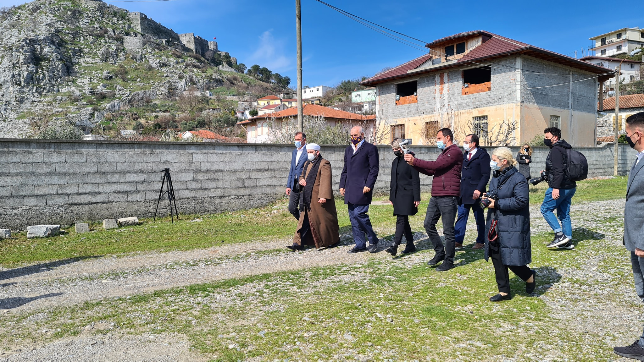 """Myftiu: """"Xhamia e Plumbit, gjurmë e trashëgimisë arnaute të arkitekturës osmane""""(7)"""